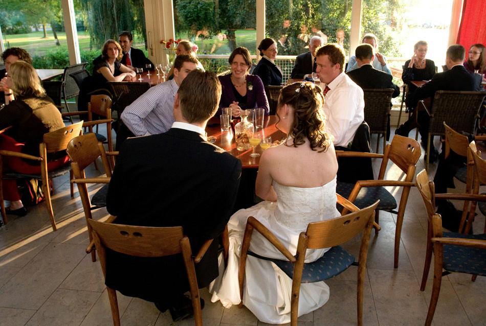 18.feest-paalkoepel-haren-paterswoldsemeer-bruiloft-fotograaf-emile-de-jong-fotografie